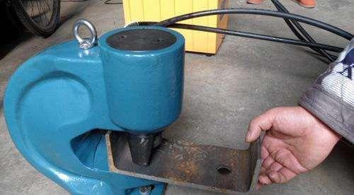 伊春南岔区液压角钢冲孔机下半年场需要关注的三大问题
