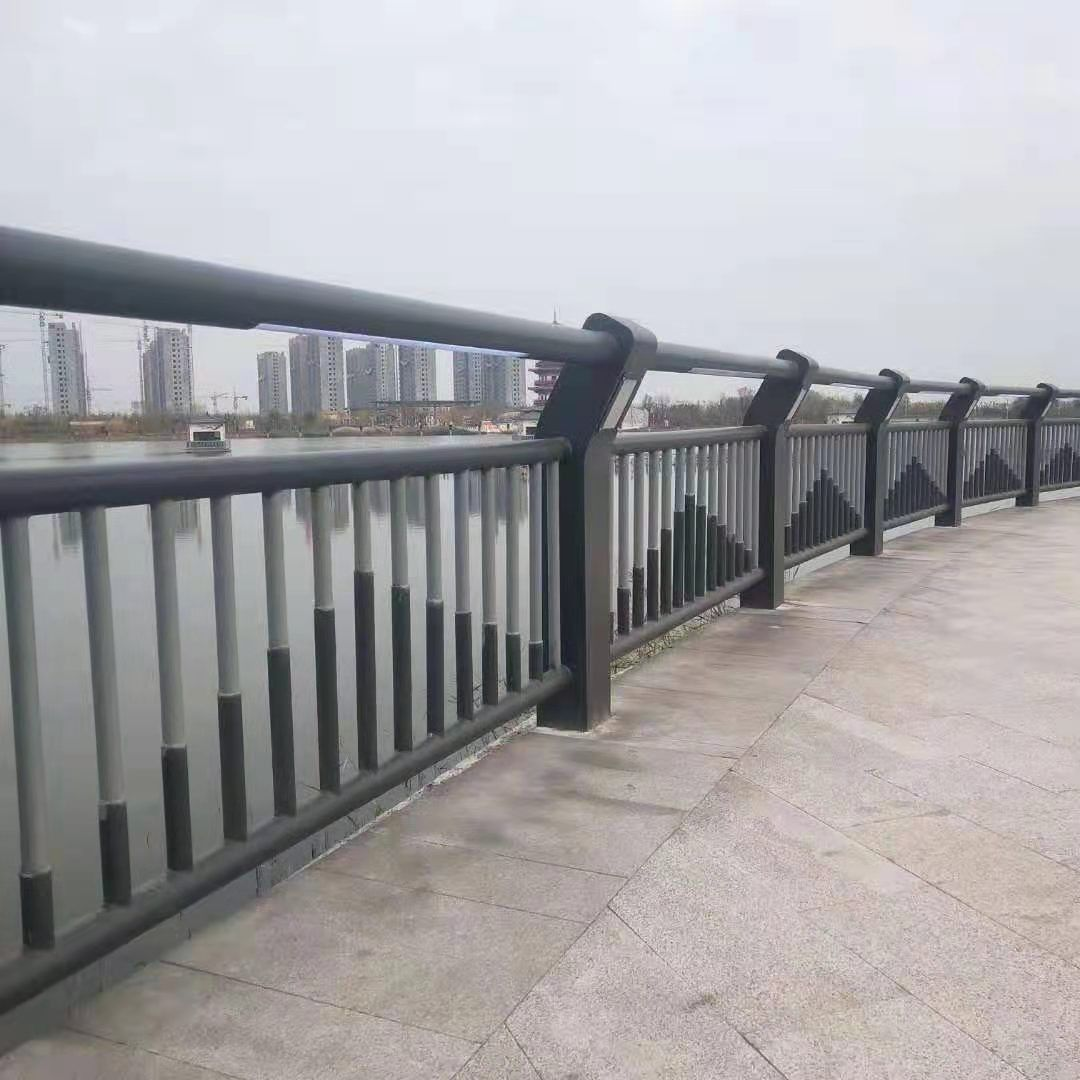 公路桥梁防撞护栏