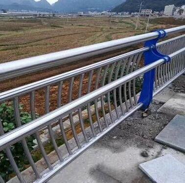 那曲地區聶榮縣不銹鋼碳素復合管護欄安裝配合注意要素