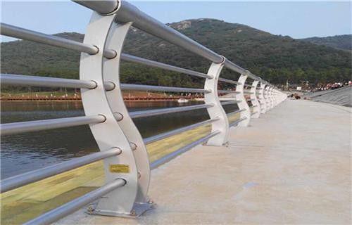 哈尔滨木兰县防撞桥梁栏杆在防护行业的应用